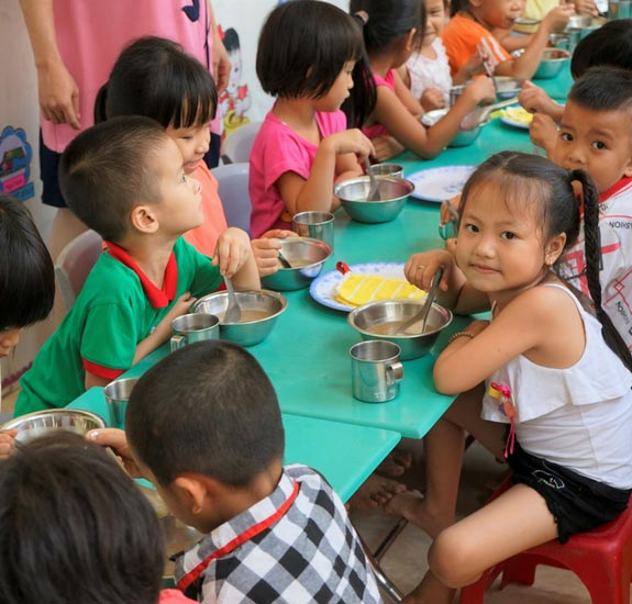 Vietnam Children eating Rise Against Hunger Meals